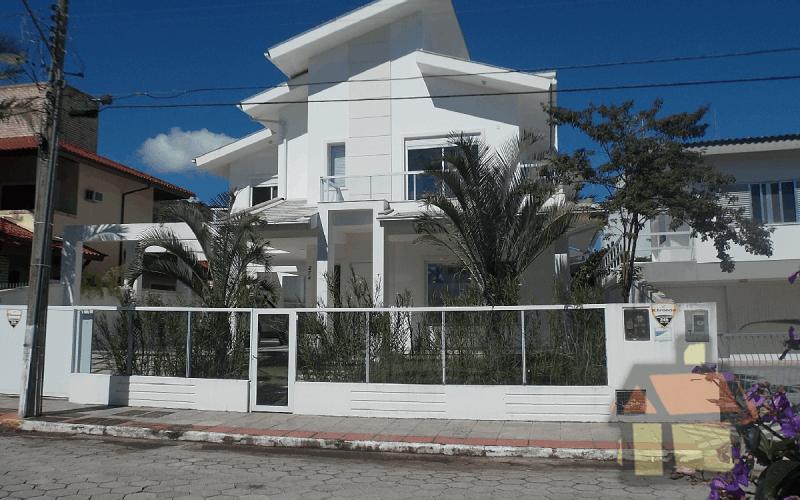Venda de casas na Praia de Jurerê Tradicional em Florianópolis, SC. COD1228