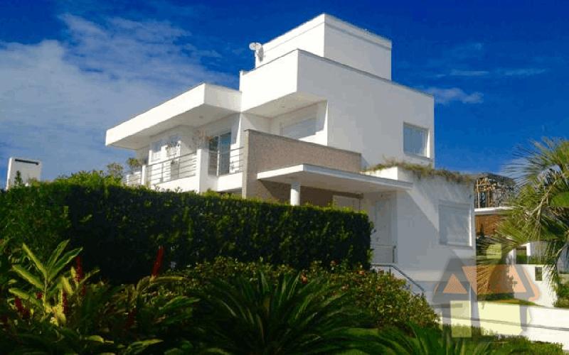 Casa de alto padrão frente ao mar em Jurerê Internacional