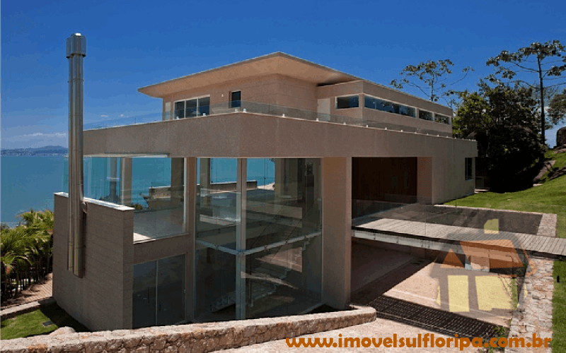 Casas à venda de alto-padrão em frente ao mar na Praia de Cacupé, em Florianópolis, SC