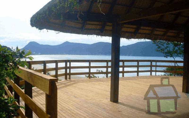 Venda de casas em frente ao mar na Praia da Solidão, sul de Florianópolis, SC