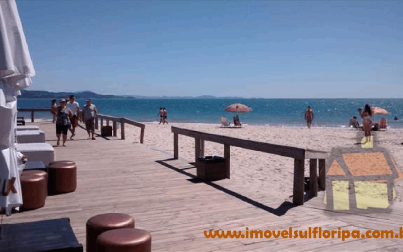 Mansão pé-na-areia em Jurere Internacional