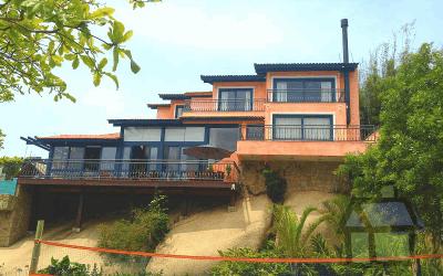 Vendo casas de alto padrão na Praia de Cacupé em FRENTE AO MAR ( pé-na-água )