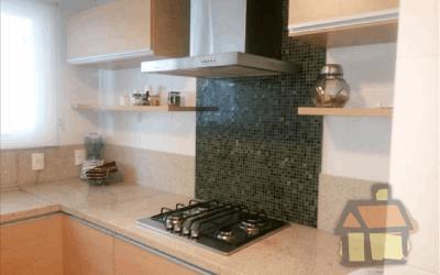 Cozinha montada e com armarios