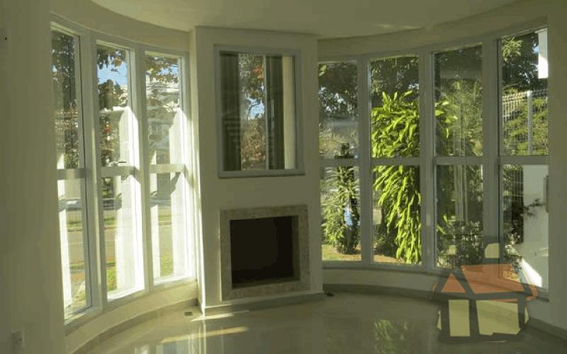 Venda de mansão com localização privilegiada em Jurerê Internacional