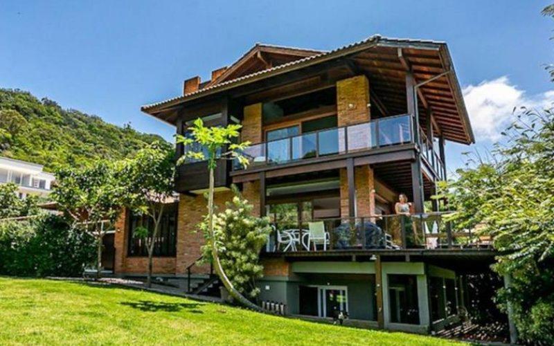 Vendo linda casa em condominio fechado na lagoa da conceicao